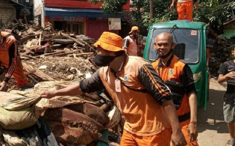 Banjir Jakarta Surut, Sampah Menggunung di Kemang
