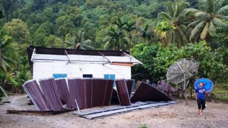 3 Rumah di Simeulue Rusak Parah Diterjang Angin Kencang, 15 Orang Terdampak