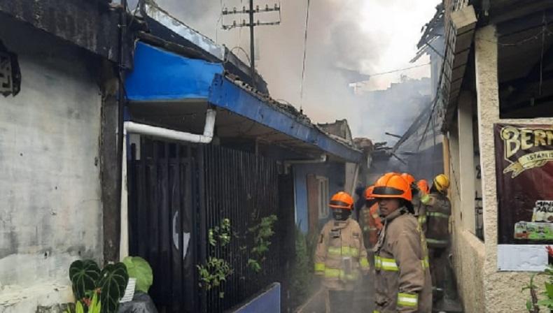 Kebakaran di Cibeunying Kaler Kota Bandung, 10 Rumah Hangus Dilalap Api