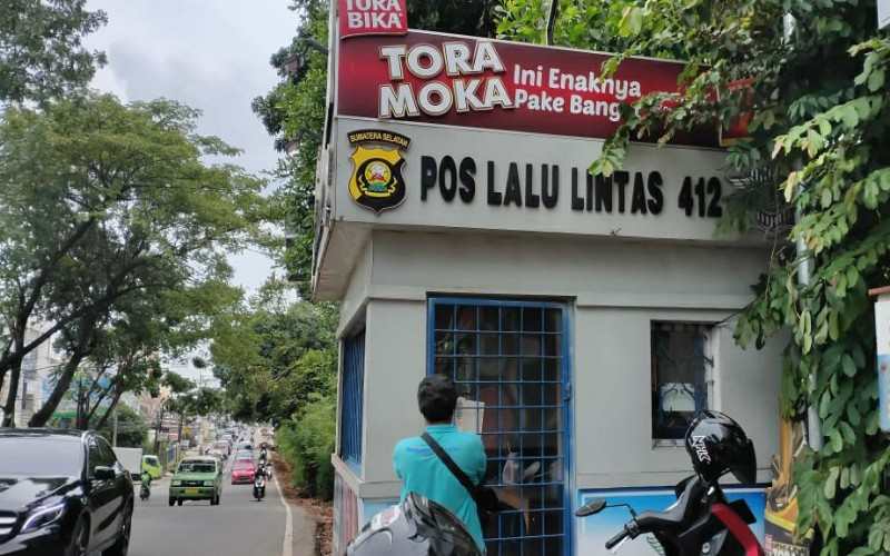 Pos Polisi Simpang Golf Palembang Dilempar Bom Molotov