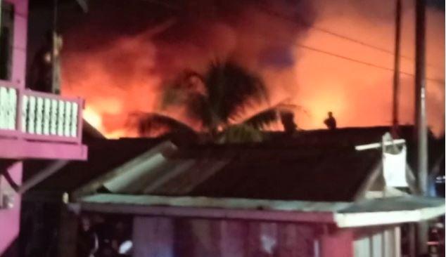 Diduga Korsleting Listrik, Puluhan Rumah di Banjarmasin Terbakar