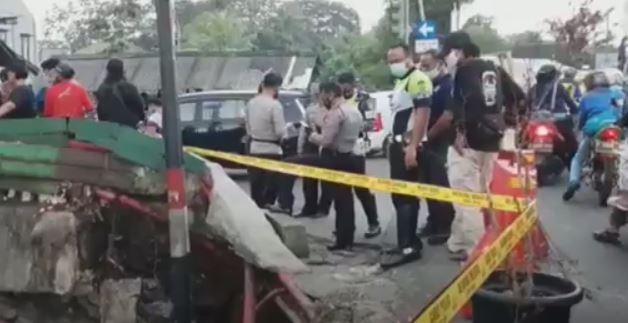 Pos Polisi di Cimanggis Depok Ambruk Tergerus Longsor, Petugas Ikut Tertimbun