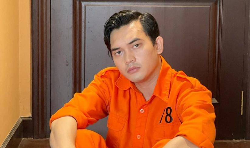 Ikbal Fauzi Pemeran Rendy Ikatan Cinta Unggah Foto Pakai Baju Tahanan, Netizen: Gini Aja Tetap Ganteng