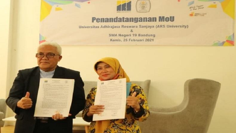 Terapkan Merdeka Belajar, Universitas dan SMA di Bandung Lakukan Sinergi
