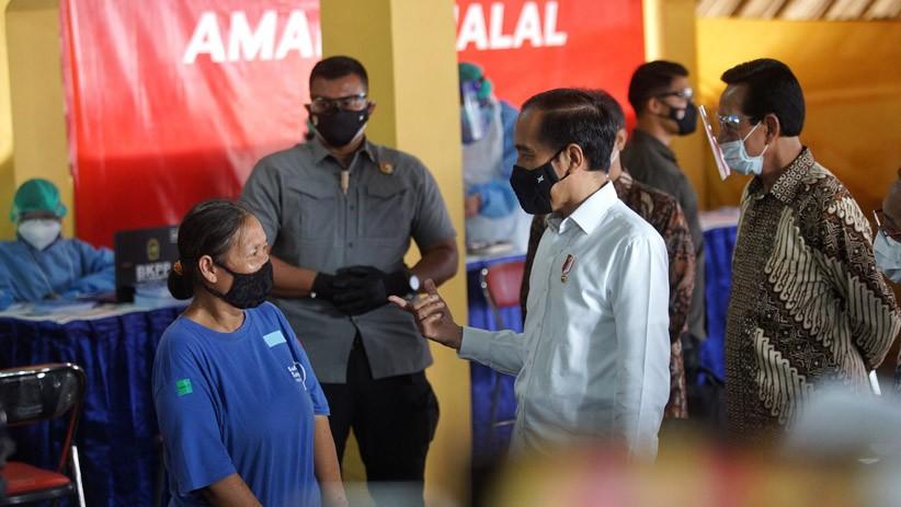 Jokowi Pantau Vaksinasi Covid di Pedagang, Berharap Pariwisata Bergeliat Lagi