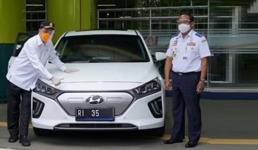 Mobil Dinas Lembaga Pemerintah Diwajibkan Gunakan Kendaraan Listrik