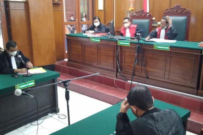 Gilang 'Fetish Kain Jarik' Divonis 5 Tahun 6 Bulan Penjara, Kuasa Hukum Kecewa