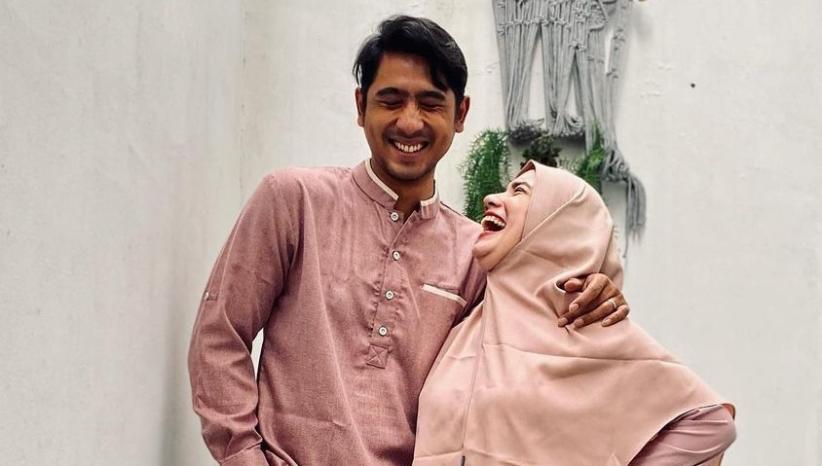 Arya Saloka Tak Bisa Foto Romantis bareng Istri, Netizen Gemas: Pasangan Paling Gokil