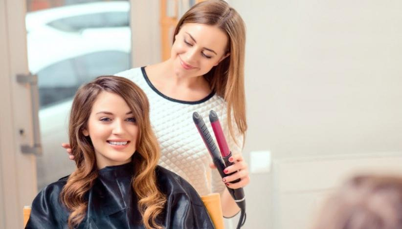 Punya Rambut Keriting, Begini Cara Perawatannya Agar Terlihat Cantik Alami