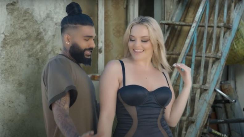 Geger, Video Klip Penyanyi Sasy Mankan Tampilkan Tarian Erotis Bintang Porno AS