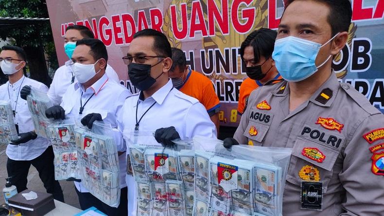 Hendak Nabung Uang Dolar AS Palsu Senilai Rp21 Miliar, 2 Warga Bali Ditangkap