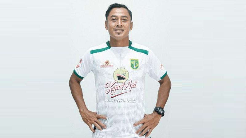 Samsul Arif Siap Mainkan Tugas Ganda di Persebaya Surabaya
