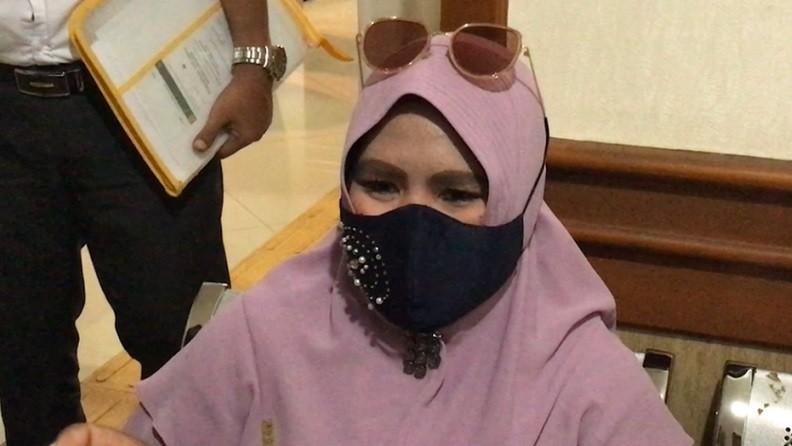 Istri Kiwil Tiba di Pengadilan Agama, Rohimah: Mudah-mudahan Sidang Terakhir