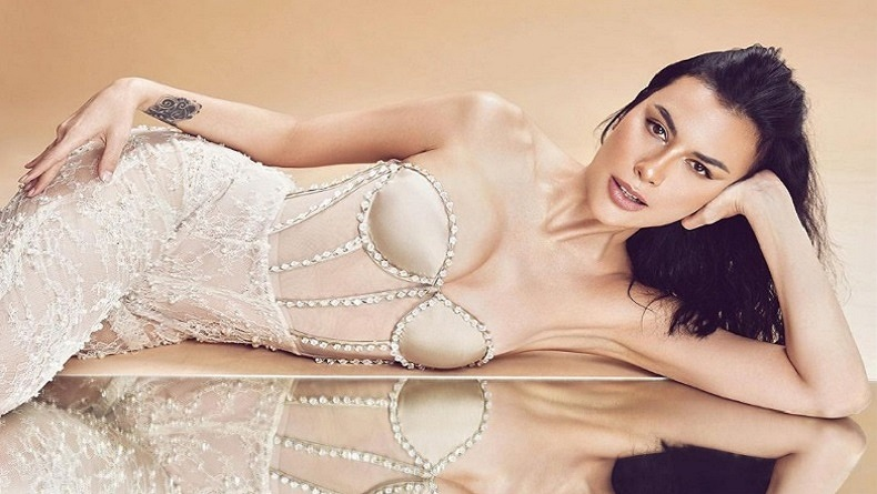 Pose Seksi Sophia Latjuba di Atas Kapal Bikin Netizen Gemes