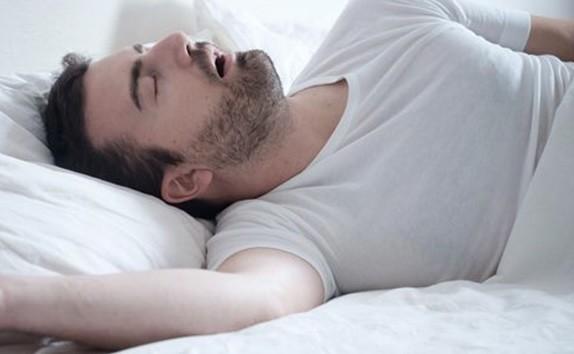 Mendengkur saat Tidur Sebabkan Penyakit Jantung Koroner, Ini Faktanya!