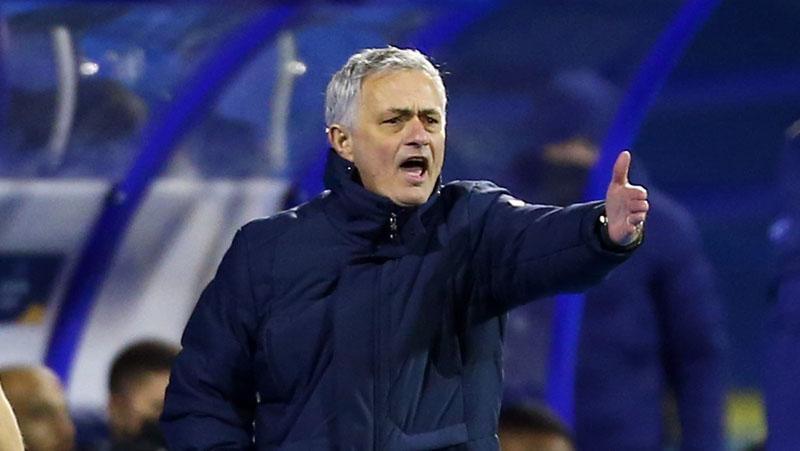 Coba Peruntungan, Jose Mourinho Hubungi Sergio Ramos Agar Mau Gabung ke AS Roma