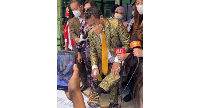 Pakai Sepatu Harga Rp80 Juta saat Ketemu Mahfud MD, Hotman Paris: Setiap Hari Saya keren