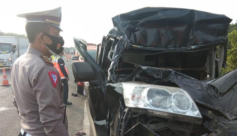 Luxio Tabrak Belakang Kendaraan Lain di Tol Cipali, 2 Tewas Tergencet Kabin