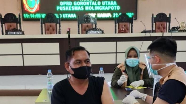 Anggota DPRD Gorontalo Utara Mulai Divaksin Covid-19 Tahap 1