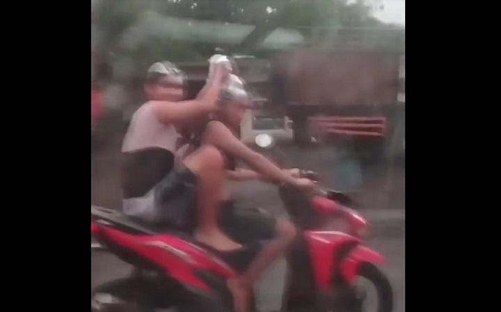 Viral 2 Remaja di Jombang Keramas di Atas Motor, Pelaku Diamankan Polisi
