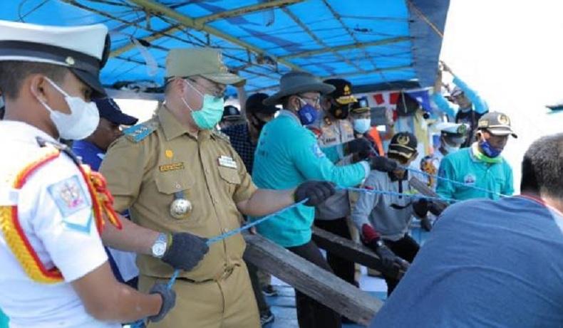 Temani Siswa SMK Praktik Lapangan, Gubernur Erzaldi Ikut Tenggelamkan Rumpon ke Laut
