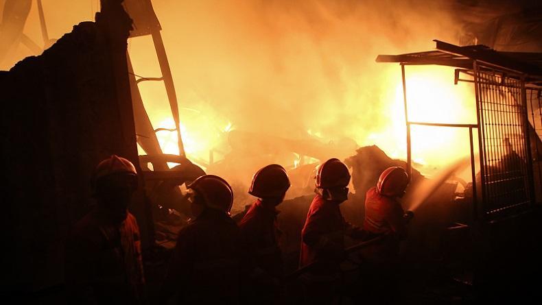 Diduga Mesin Oven Meledak, Pabrik Kopi di Jambi Hangus Terbakar