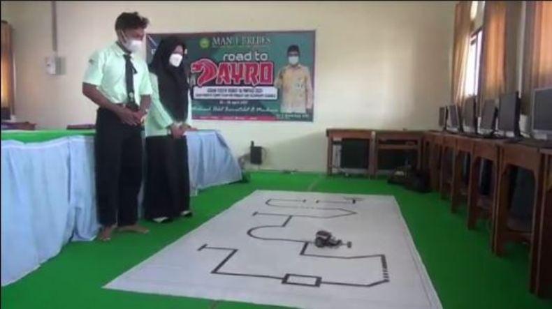 Dua Santri di Brebes Sabet Medali Emas di Kontes Robot Nusantara