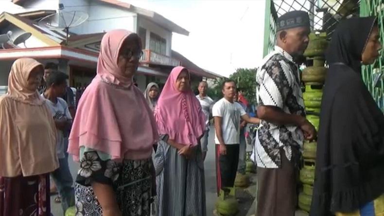 Tabung Elpiji 3 Kg Sulit Didapat, Warga Aceh Selatan Rela Antre sejak Pagi di Pangkalan Gas
