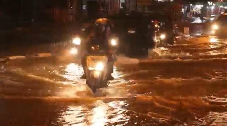 Hujan Deras 4 Jam, Kota Meulaboh Terendam Banjir
