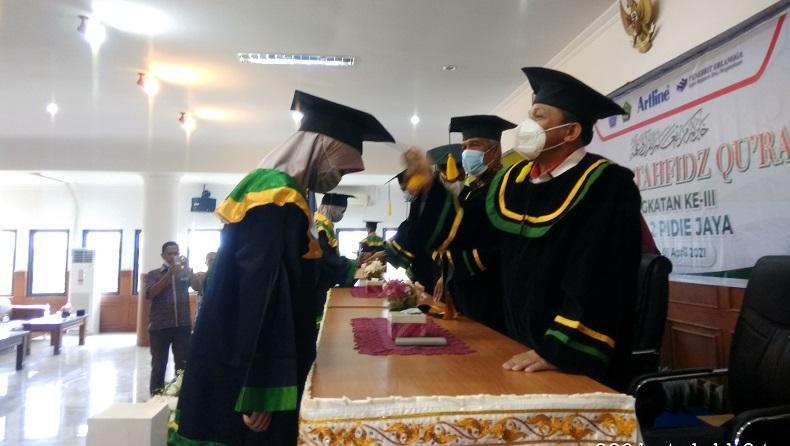 Salut, Ada 45 Siswa Penghafal Al-Qur'an di MTsN 2 Pidie Jaya yang Diwisuda