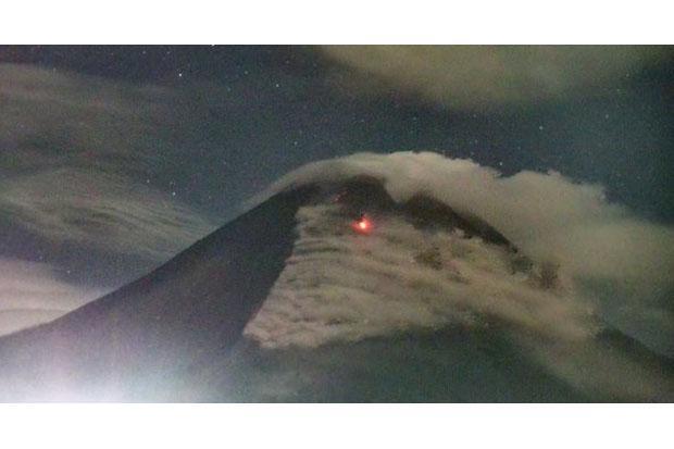BPPTKG Catat Gunung Merapi Keluarkan 5 Kali Guguran Lava Pijar Sejauh 900 Meter