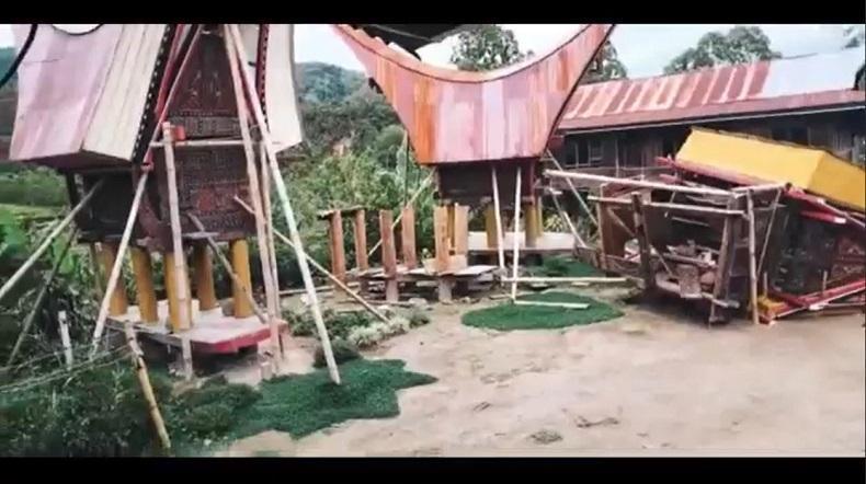 Diterjang Puting Beliung, 8 Rumah Adat di Toraja Utara Roboh