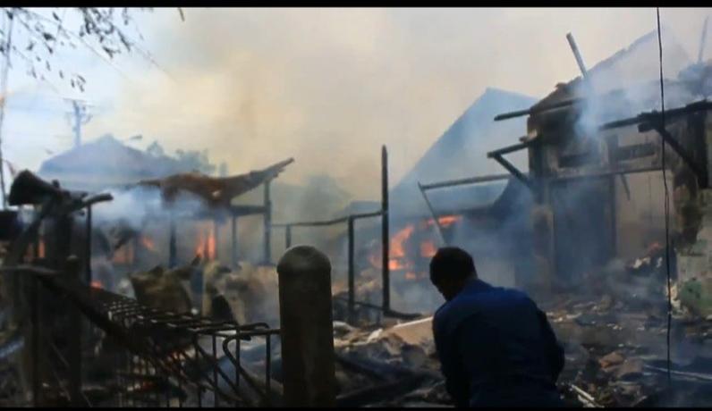 Diduga Korsleting, Belasan Kios Pasar Sidorejo Kendal Ludes Terbakar