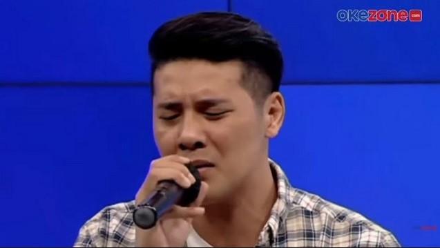 Vokalis Papinka Chevra Yolandi Bawakan Lagu Baru di HUT Okezone Ke-14