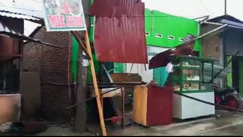 Dilanda Angin Kencang dan Hujan Deras, Sejumlah Rumah di Deliserdang Rusak