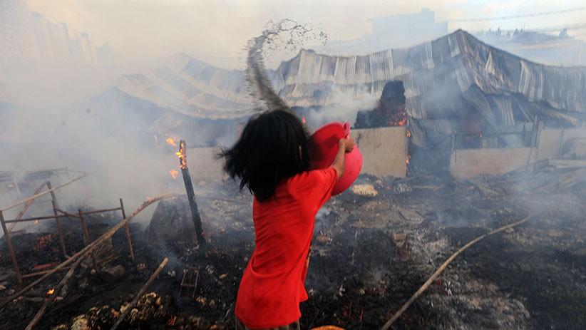 Perjuangan Warga Padamkan Kobaran Api yang Hanguskan Pasar Inpres Kebon Melati