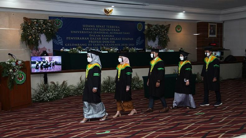 Lulus Ujian Kompetensi, Unjani Angkat Sumpah 24 Dokter Baru