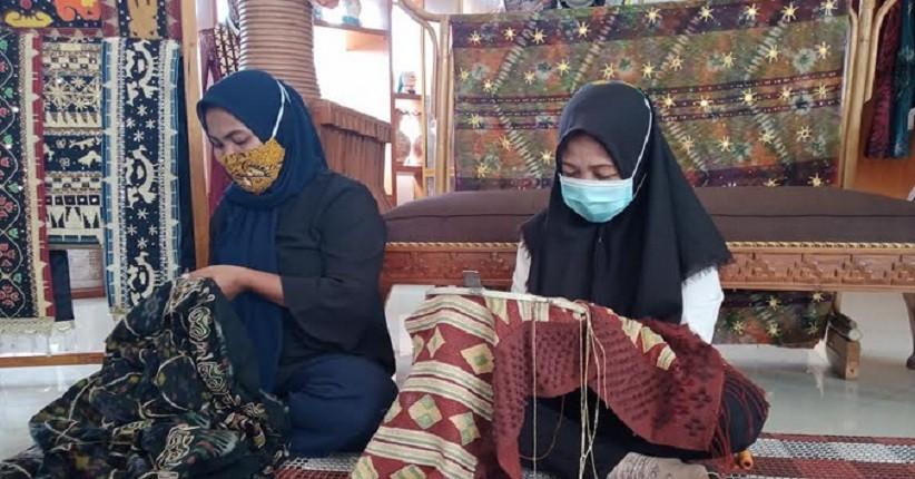 Mengenal Kain Ikat Inuh Khas Lampung Selatan