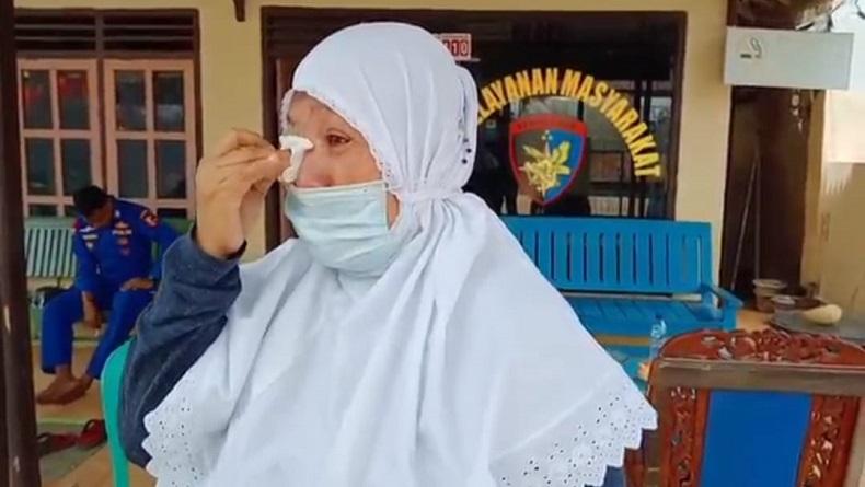 Sambil Menangis, Ibu Ini Cerita Keponakannya Jadi Korban Kecelakaan MV Barokah Jaya