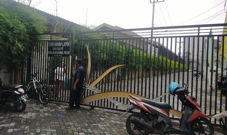 KPK Datangi Rumah Mantan Bupati Gresik Sambari, Diduga terkait Dugaan Korupsi PDAM