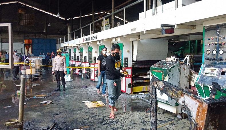 Pabrik Cat di Purwakarta Terbakar Hebat, 1 Karyawan Terluka