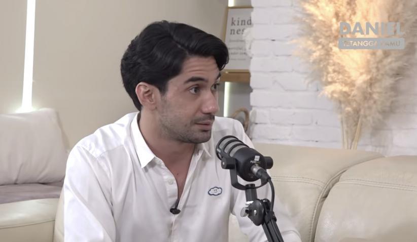 Reza Rahadian Jadi Mualaf, Respons sang Ibu Bikin Terenyuh