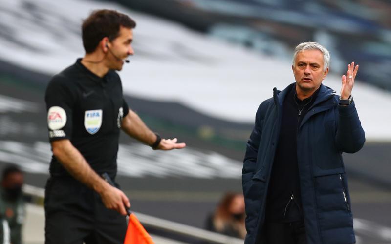 Jose Mourinho Berburu Amunisi, Ini 2 Pemain Bidikan Utama AS Roma