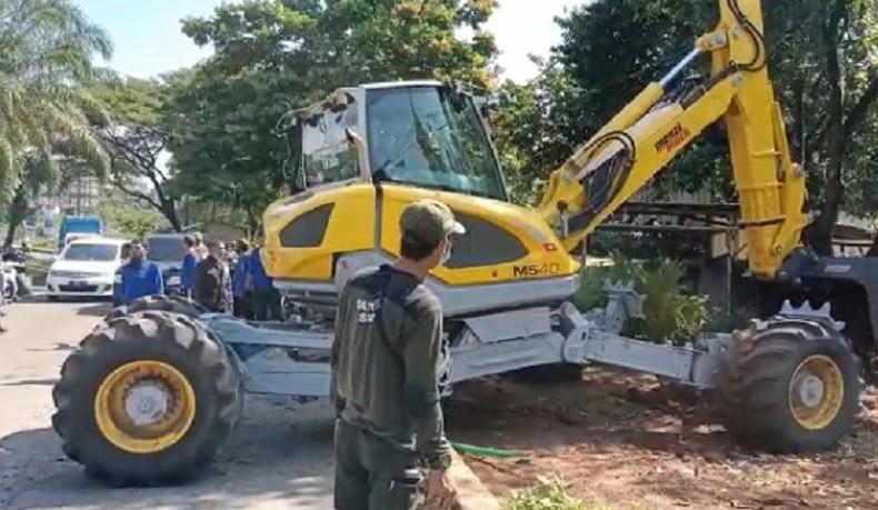 Jalan Ambles di GDC Depok, Alat Berat Dikerahkan