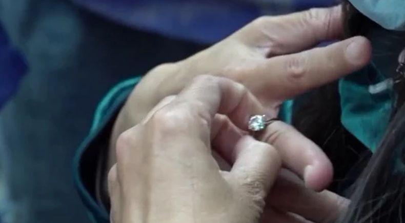 Tak Bisa Dilepas dari Jari, Cincin Berlian Seharga Rp672 Juta Terpaksa Dipotong
