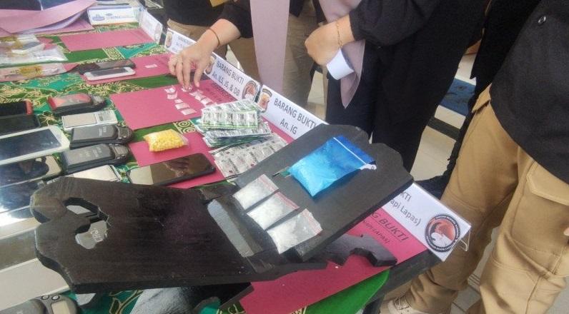 Penyelundupan Narkoba ke Dalam Lapas Cianjur Digagalkan, Sabu Disimpan di Meja Lipat Alquran