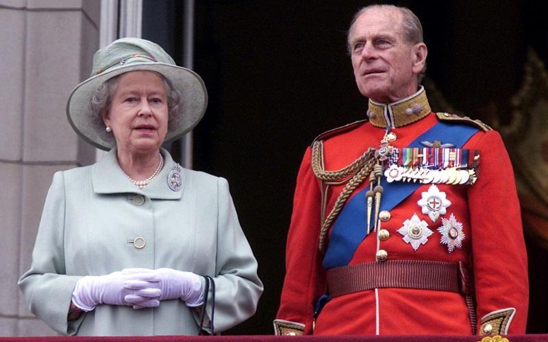 Tak Ingin Permalukan Pangeran Harry, Ratu Elizabeth II Larang Seragam Militer di Pemakaman Pangeran Philip