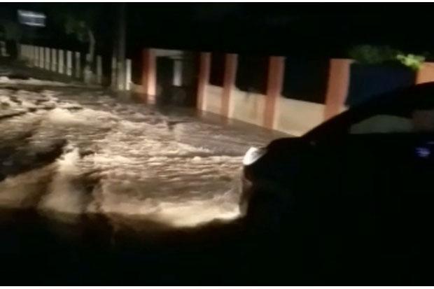 Hujan Deras di Rangkasbitung Sebabkan Banjir, Rusak Jalan dan Genangi Pemukiman