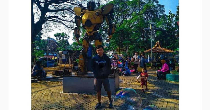 Tempat Ngabuburit Favorit di Bandung, Asyik Makan Durian Ditemani Transformers