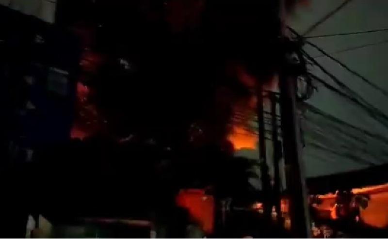 Kebakaran di Palmerah Diduga Berasal dari Tumpukan Ban